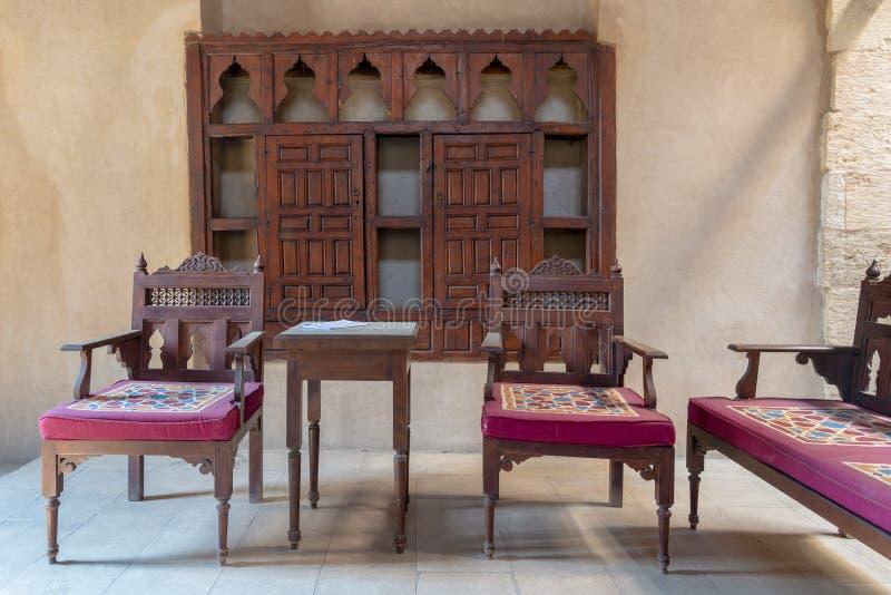 VIP Zitkamer bij het historische Huis van de Ottomaneera van Egyptische Architectuur, het district van Darb Gr Labbana, Kaïro, Eg stock afbeeldingen