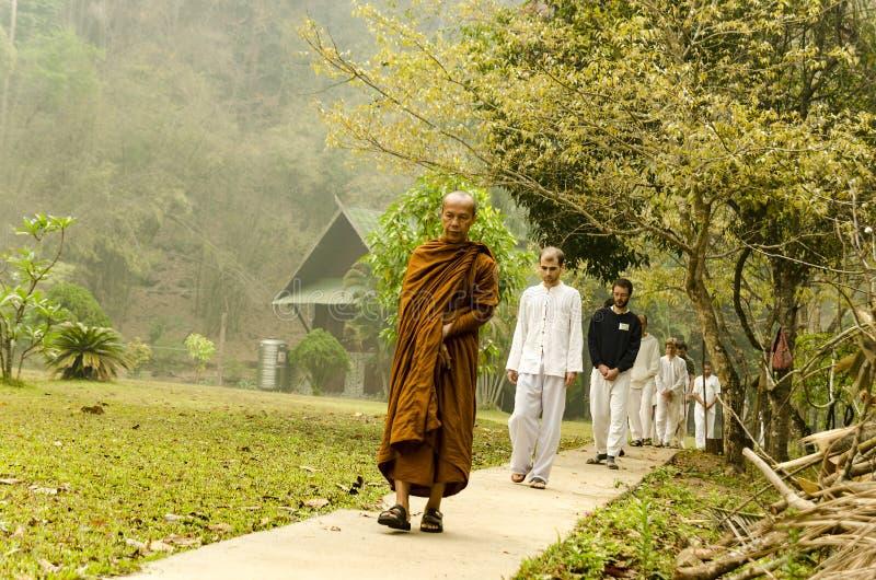 Vipassana en un monasterio de la montaña, cerca de la ciudad de Mechonson fotografía de archivo