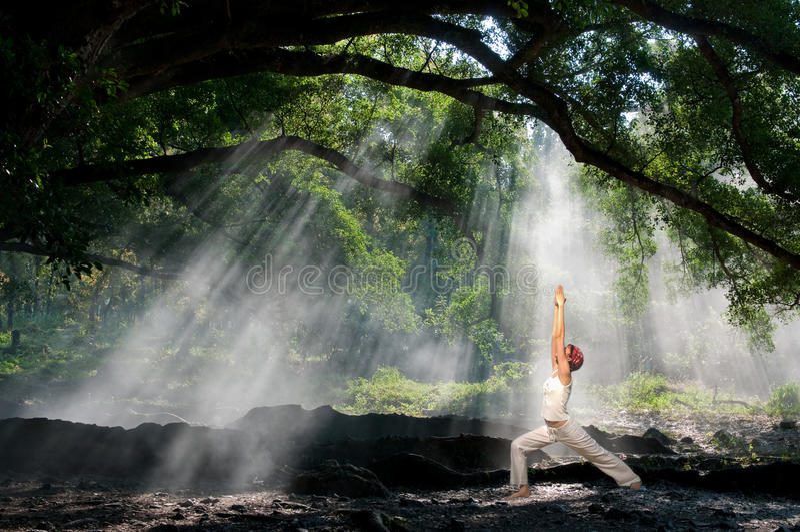 Virabhadrasana, yoga di hatha fotografie stock