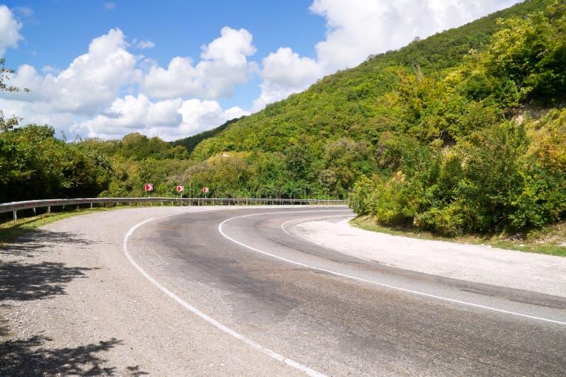 Virage de route de montagne images libres de droits