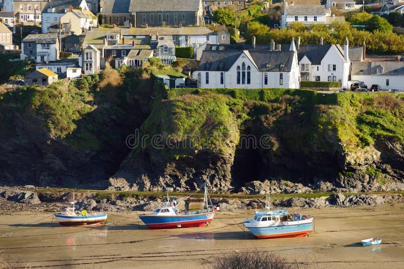 Vire Isaac, un pueblo pesquero hacia el lado de babor pequeño y pintoresco en la costa atlántica de Cornualles del norte, Inglate imágenes de archivo libres de regalías