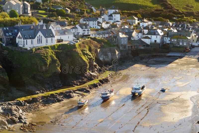 Vire Isaac, un pueblo pesquero hacia el lado de babor pequeño y pintoresco en la costa atlántica de Cornualles del norte, Inglate fotografía de archivo