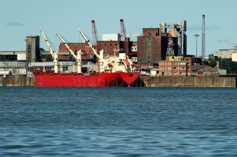 Vire las instalaciones hacia el lado de babor en Montreal 4 fotografía de archivo