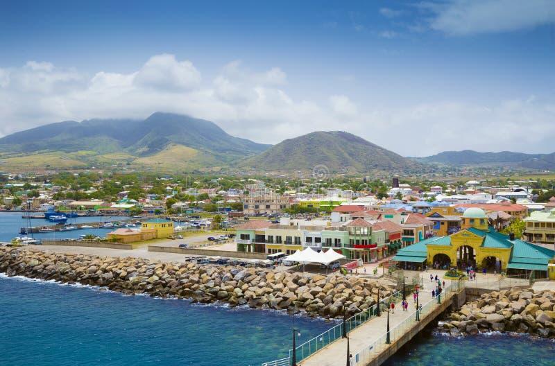 Vire Zante hacia el lado de babor en la ciudad de Basseterre, St San Cristobal y Nevis imágenes de archivo libres de regalías