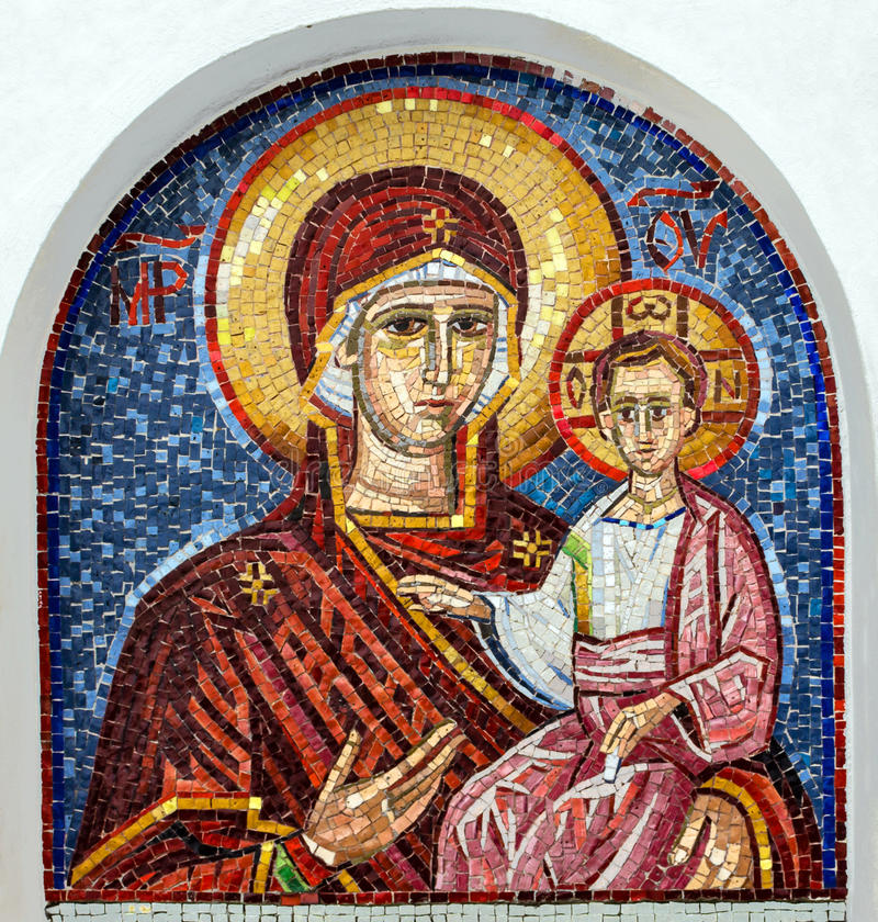Virgem Maria - ícone do mosaico no cristão ortodoxo sérvio rochoso mo fotografia de stock
