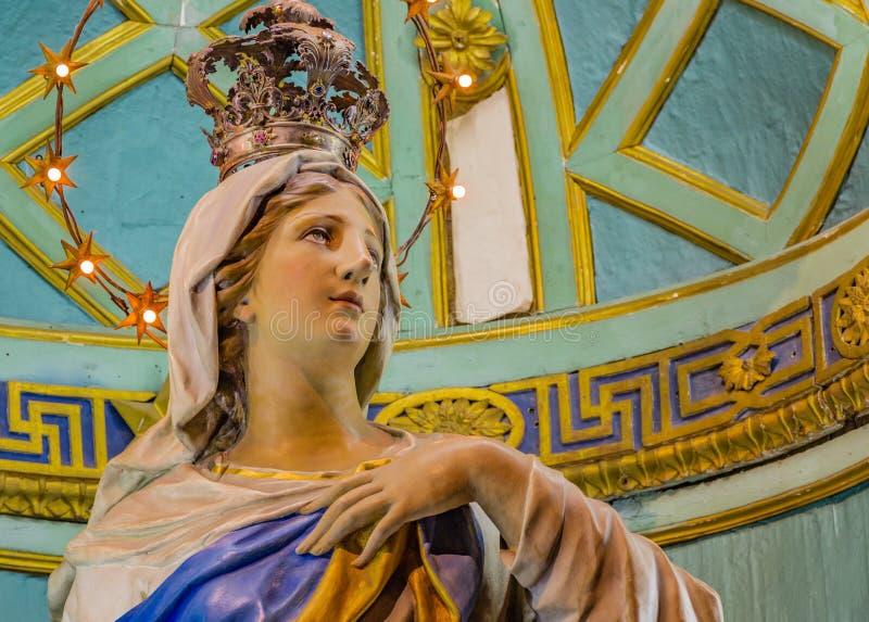Virgem Maria abençoada cercada por estrelas imagens de stock