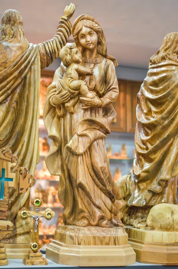 Virgem Maria abençoada com o bebê Jesus Christ em seus braços Estatueta em Bethlehem fotografia de stock royalty free
