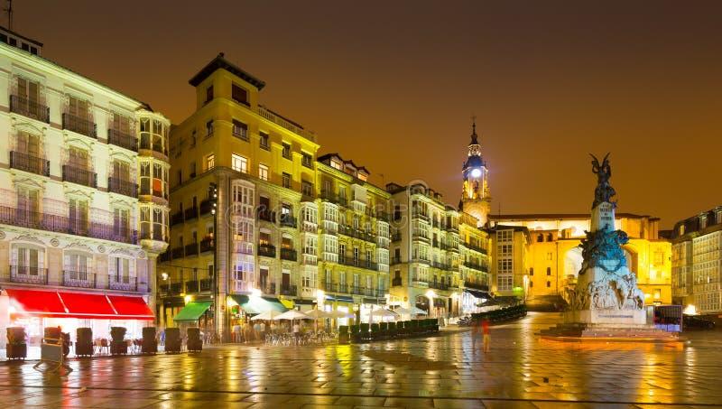 Virgen Blanca Square in nacht Vitoria-Gasteiz stock fotografie