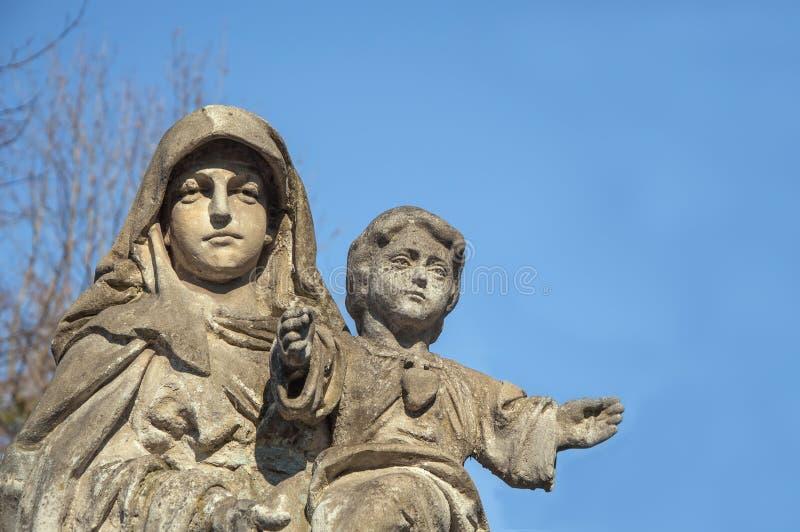 Virgen Mar?a con el beb? Jesus Christ en sus brazos imagen de archivo