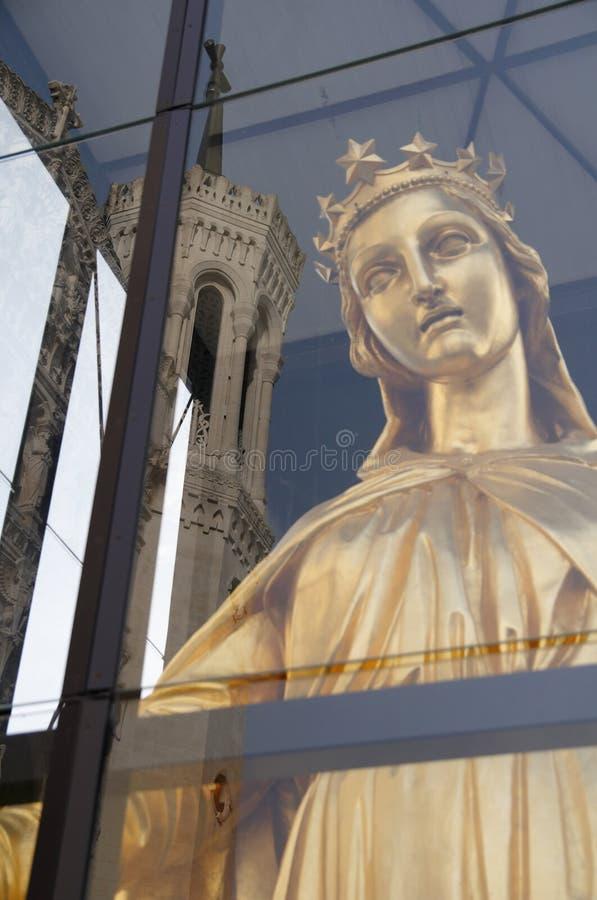 Virgen Maria y basílica de Fourviere foto de archivo