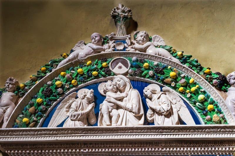 Virgen Mary Baby Jesus Sculpture Santa Maria Novella Florence Italy fotos de archivo libres de regalías