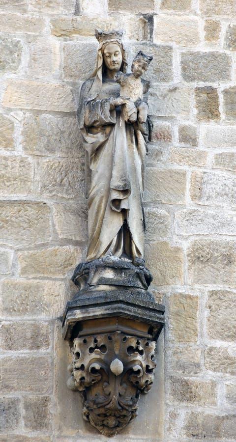 Virgen y una estatua del niño imágenes de archivo libres de regalías