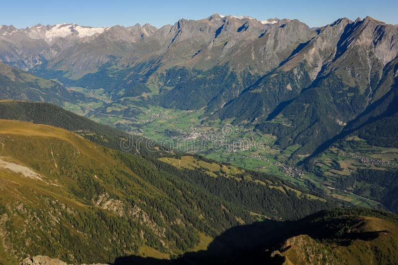Virgental in Osttirol Oostenrijk op een zonnige ochtend royalty-vrije stock afbeeldingen