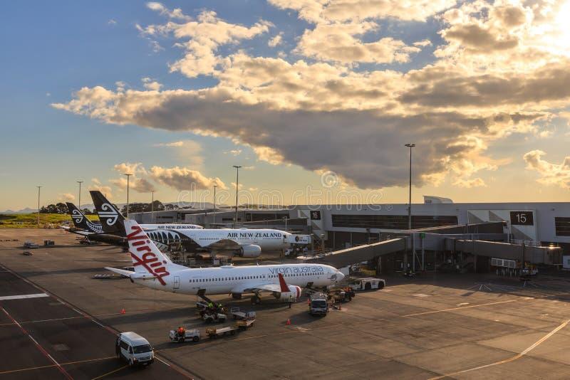 Virgin Αυστραλία και αεριωθούμενα αεροπλάνα της Νέας Ζηλανδίας αέρα, διεθνής αερολιμένας του Ώκλαντ, Νέα Ζηλανδία στοκ φωτογραφία με δικαίωμα ελεύθερης χρήσης