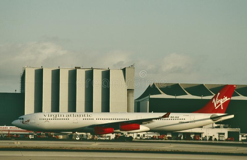 Virgin Atlantic Airways Airbus A340 che è assistito dopo un volo fotografia stock