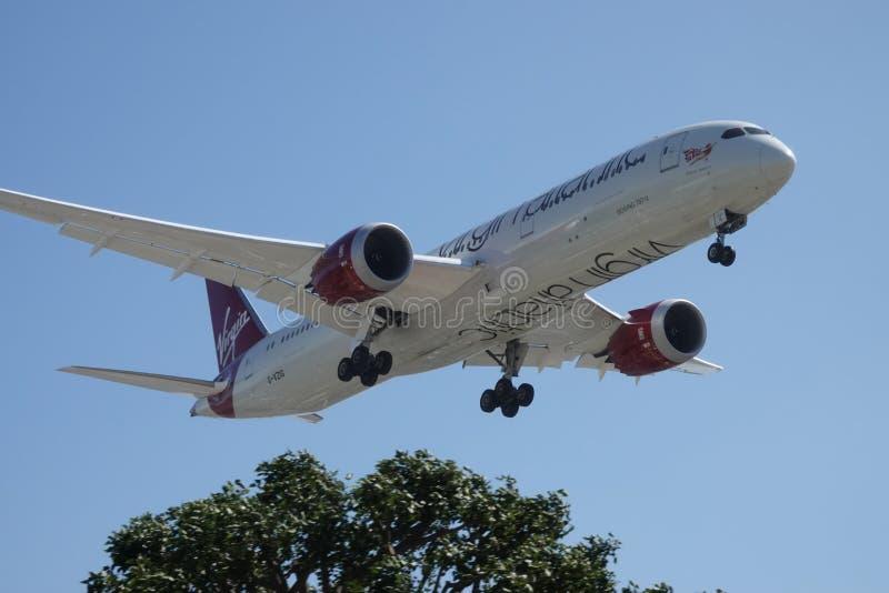 Virgin Atlantic Airways Boeing 787-9 na aproximação de aterrissagem final imagens de stock royalty free