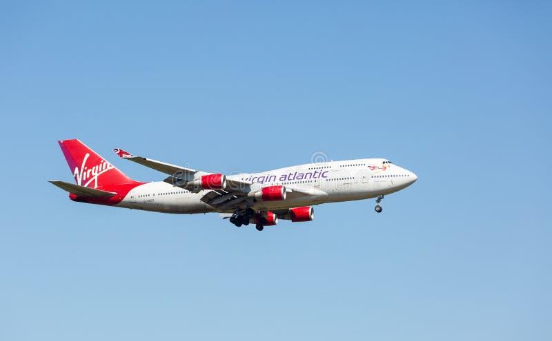 Virgin Atlantic 747-400 op zijn definitieve benadering voor het landen bij de Luchthaven van Manchester royalty-vrije stock foto