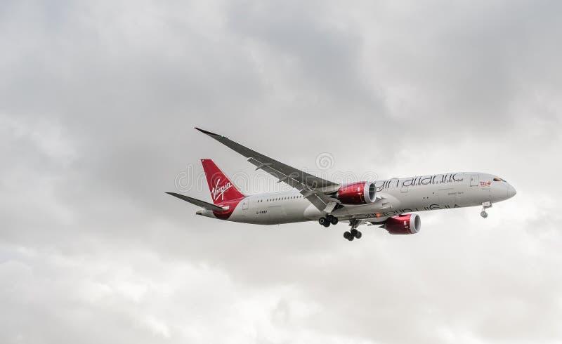 Virgin Atlantic strumienia l?dowanie przy Heathrow zdjęcie royalty free