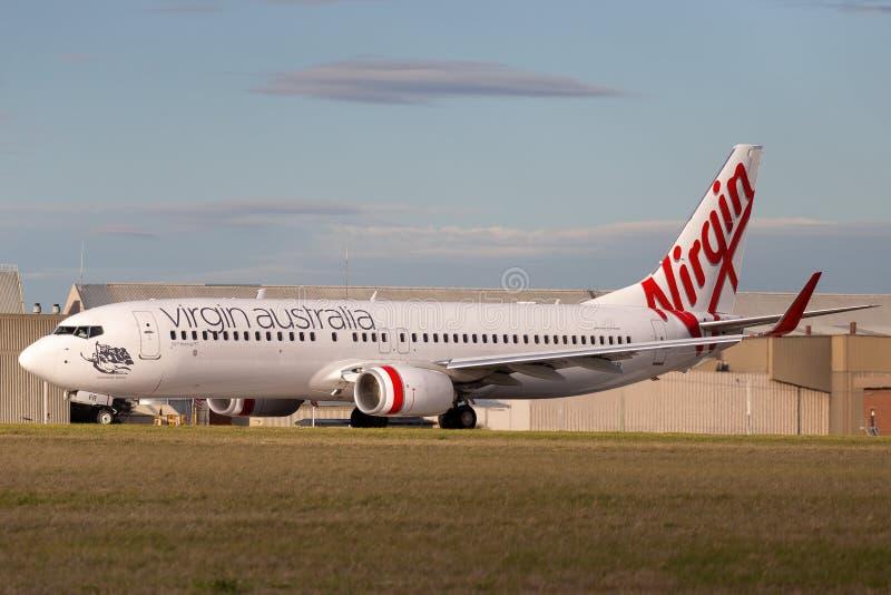 Virgin Australia Airlines 100th Boeing 737 VH-YFR nombró a Scamander Beach preparándose para el despegue desde el aeropuerto de M fotografía de archivo libre de regalías