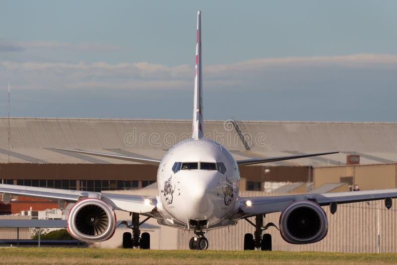 Virgin Australia Airlines 100th Boeing 737 VH-YFR nombró a Scamander Beach preparándose para el despegue desde el aeropuerto de M foto de archivo libre de regalías