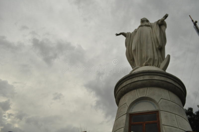 Virgin em Cerro San Cristobal no Santiago fotos de stock