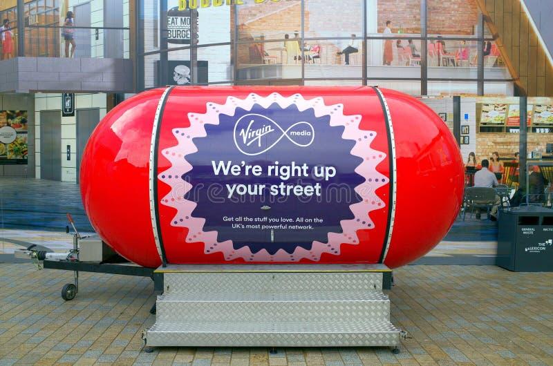 Virgin Media die Tribune in Bracknell, Engeland op de markt brengen stock afbeelding