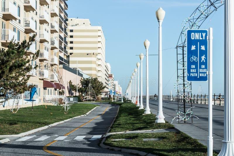 Virginia Beach Boardwalk Sign per le bici ed i pedoni immagini stock libere da diritti