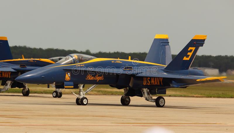 Virginia Beach, VA - May 17:US Navy Blue Angels in F-18 Hornet planes perform in air show routine in Va beach, VA on May 17 royalty free stock photos