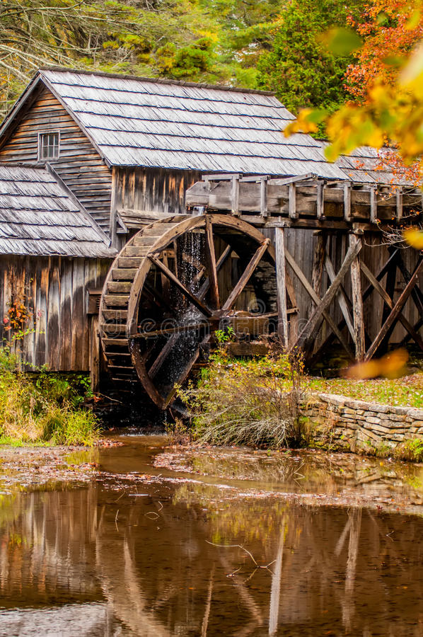 Virginia's Mabry Mill on the Blue Ridge Parkway in the Autumn se royalty free stock photo