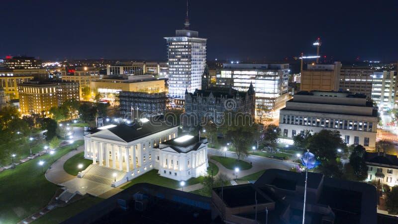 Virginia State Capital Building Downtown f?r flyg- sikt stads- mitt Richmond royaltyfri bild