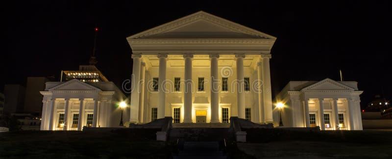 Virginia State Capitol alla notte fotografie stock libere da diritti