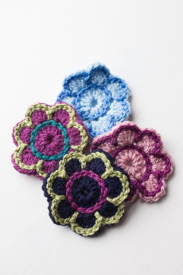 Virkning blommar i olika färger arkivbild
