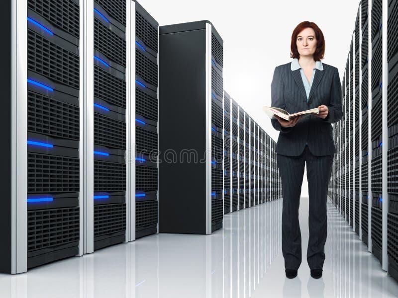 Virtuele 3d server en vrouw stock foto