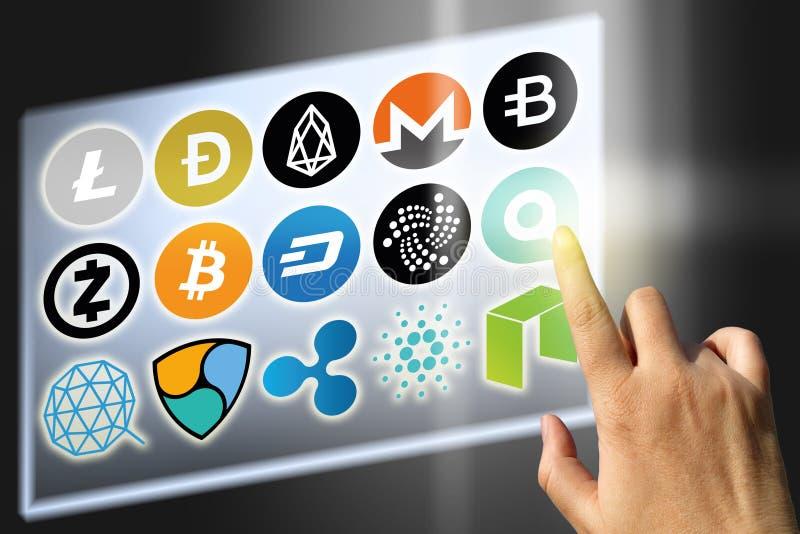 Virtuele cryptocurrency - financiële technologie en Internet-geld - wisselkoersen en muntstuktekens stock foto