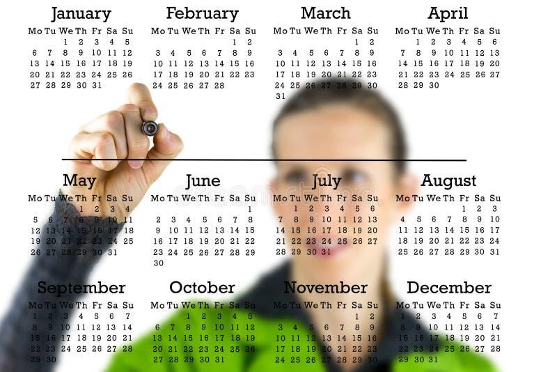 Virtuele kalender met een vrouw die in copyspace schrijven royalty-vrije stock fotografie