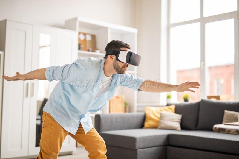 Virtuele kou thuis stock afbeelding