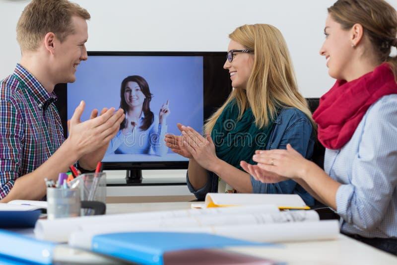 Virtuele opleiding in het bureau royalty-vrije stock afbeeldingen