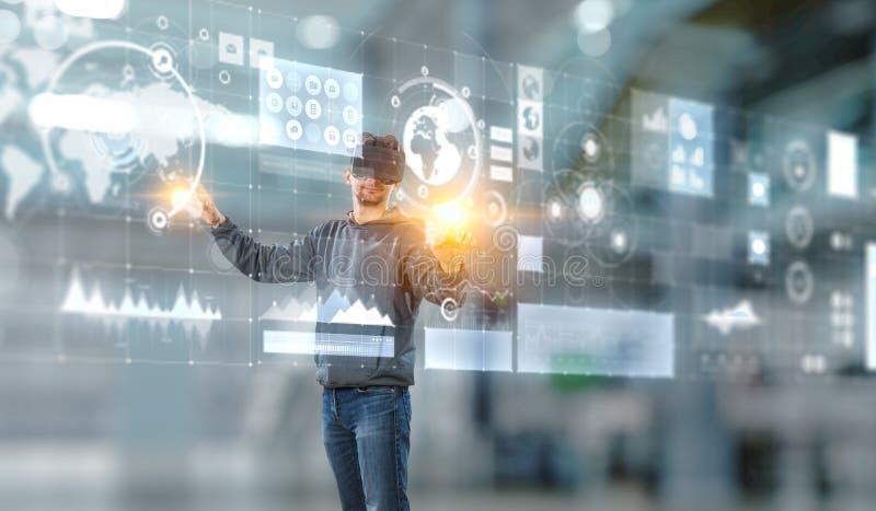 Virtuele werkelijkheidservaring Technologie?n van de toekomst Gemengde media stock foto