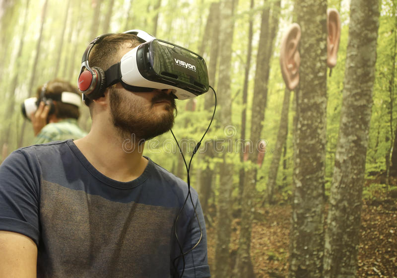 Virtuell verklighetapparater stänger sig arkivfoton