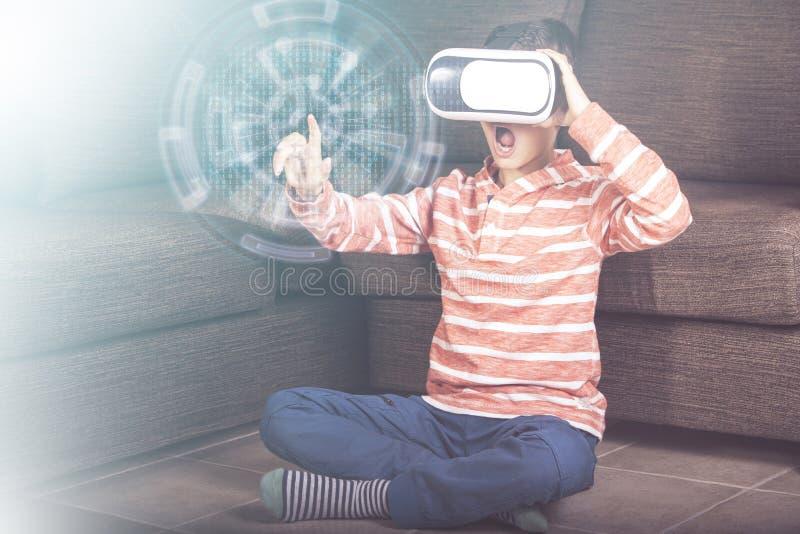 Virtuell verklighetbegrepp arkivfoto