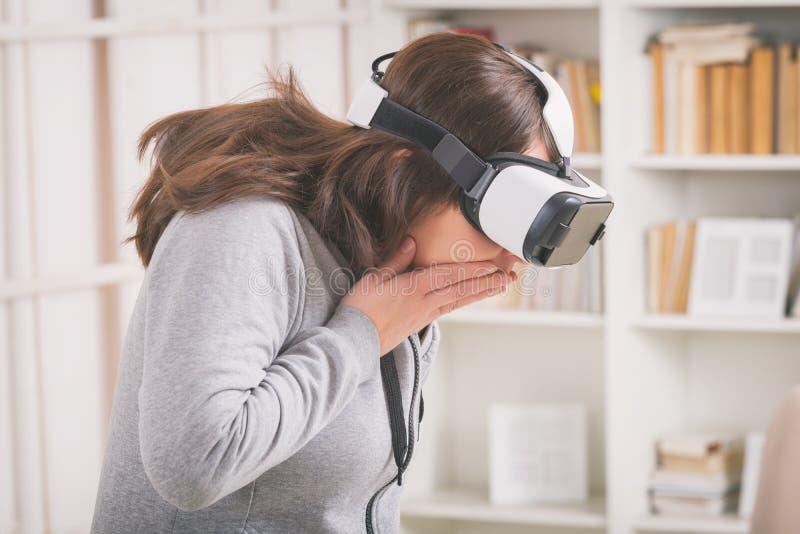 Virtuell verklighethörlurar med mikrofon royaltyfri bild