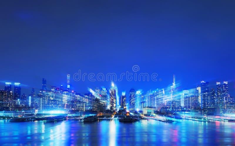 Virtuelle Stadt, abstrakte digitale New- Yorkwolkenkratzer lizenzfreies stockbild