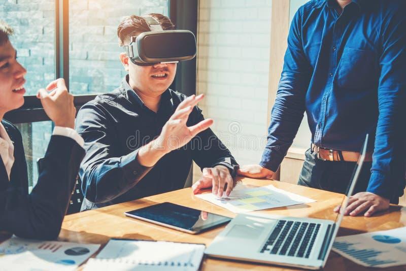 Virtuelles Geschäftstreffen-Planungs-Strategie-Analyse-Konzept lapt lizenzfreies stockbild