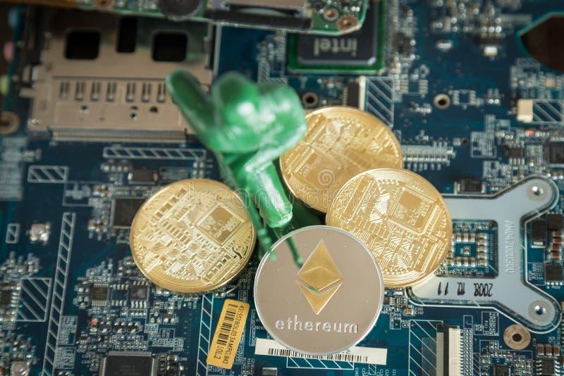 Virtuelles Konzept Cryptocurrency Ethereum Kriegs-Soldat Protecting lizenzfreies stockbild