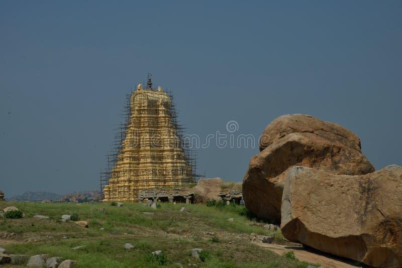 Virupaksha-Tempel bei Hampi, Karnataka, Indien Wartungsarbeiten laufend stockfotos