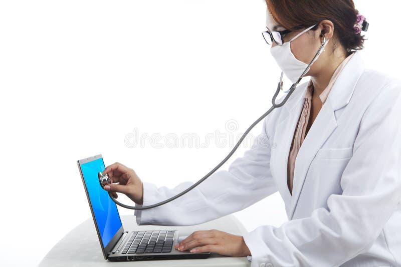virus för datorhälsoscanning royaltyfria bilder