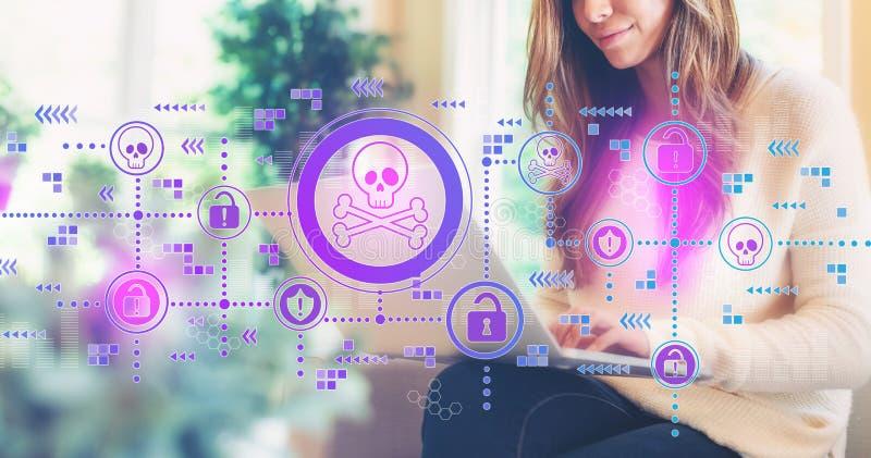 Virus- und Betrugsthema mit der Frau, die einen Laptop verwendet stockbild