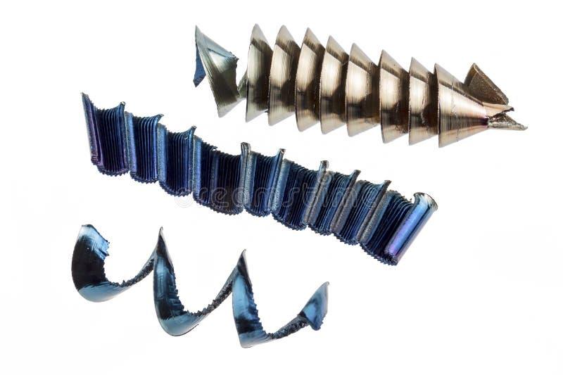Virutas del metal de diversos tipos en un fondo blanco, aislante fotos de archivo libres de regalías