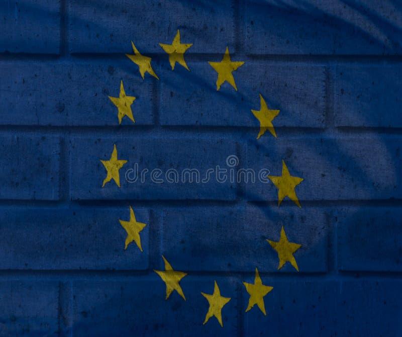 A visão artística da bandeira da União Europeia misturou-se com o textur do tijolo fotografia de stock