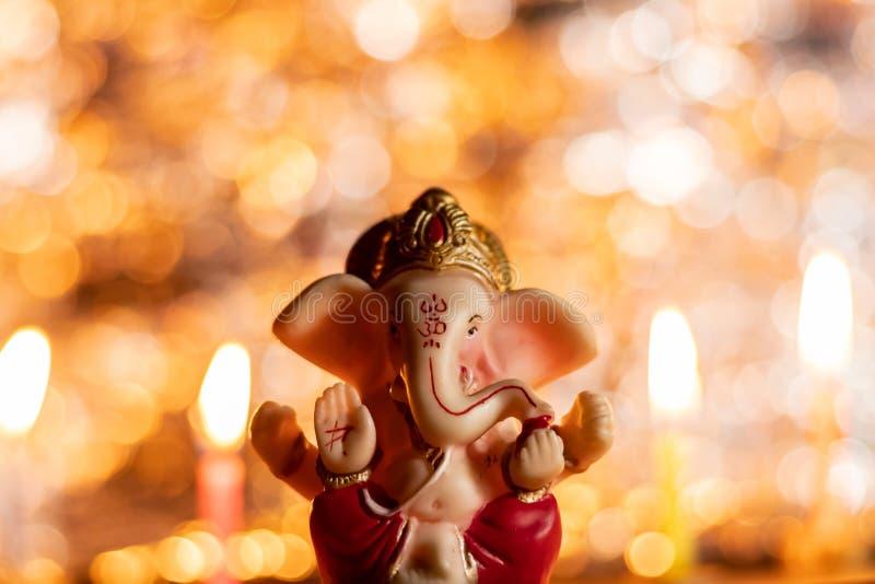 Visão frontal de Ganesh Idol com belos bokeh- Ganesh Chaturthi e o conceito de Depawali imagens de stock royalty free